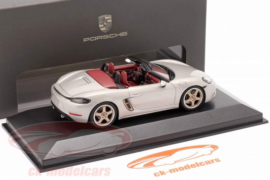 Porsche 718 (982) Boxster 25 Anni Argento GT metallico 1:43 Minichamps