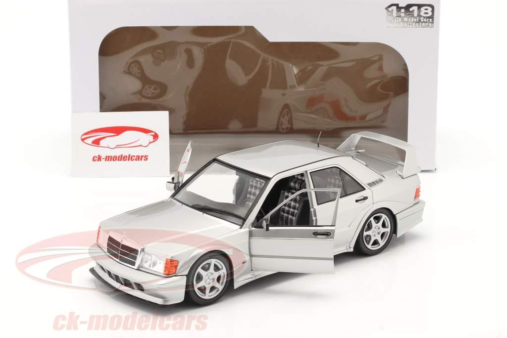 Mercedes-Benz 190E EVO 2 (W201) Byggeår 1990 sølv 1:18 Solido