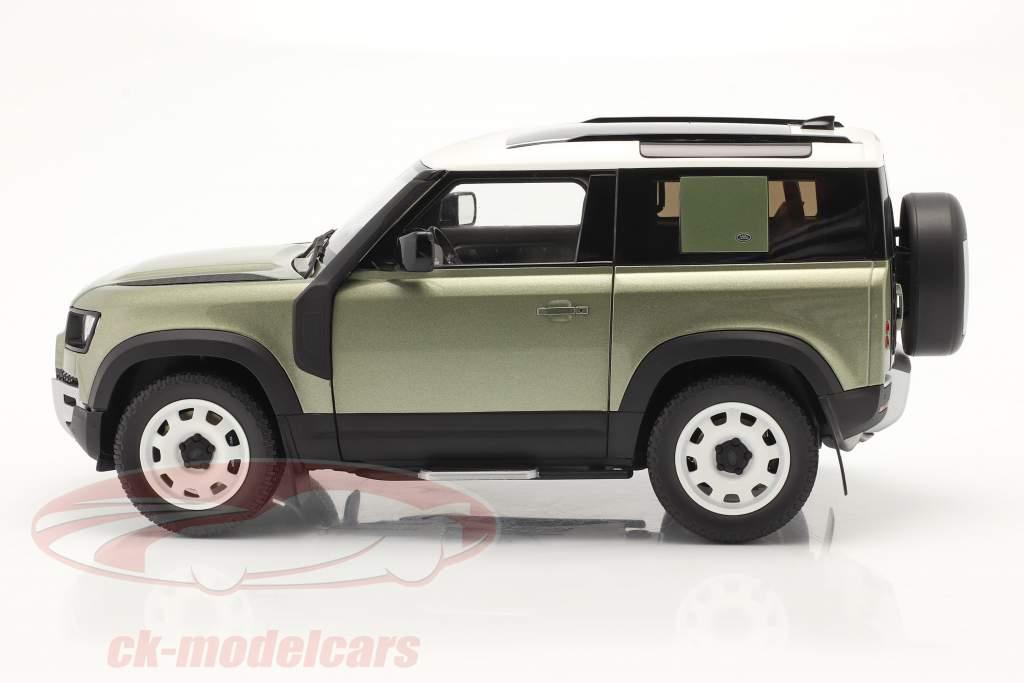 Land Rover Defender 90 Com rack de teto 2020 pangea verde 1:18 Almost Real