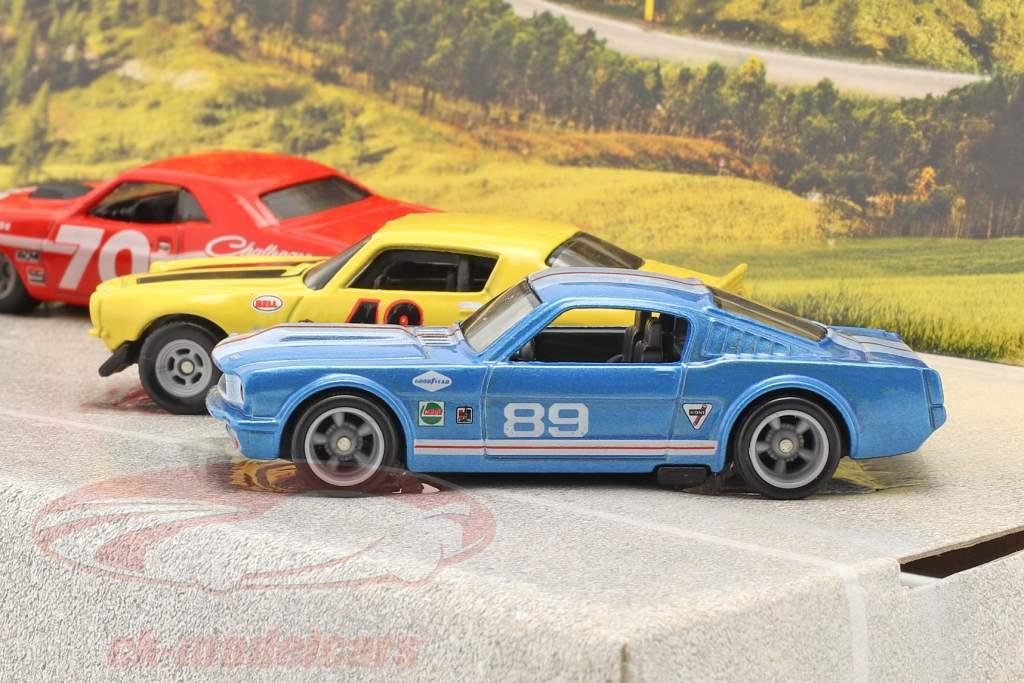 4-Car Set Going to the races: Cama plana Camión con 3 raza carros 1:64 HotWheels