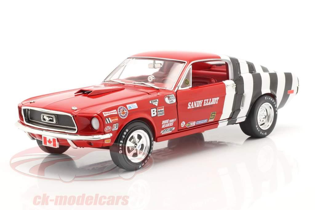 Ford Mustang Fastback Sandy Elliott 1968 rosso / bianca / nero 1:18 AutoWorld