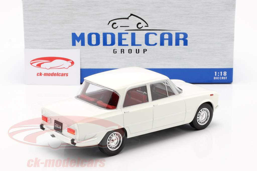 Alfa Romeo Giulia Nova Super Baujahr 1974 weiß 1:18 Model Car Group