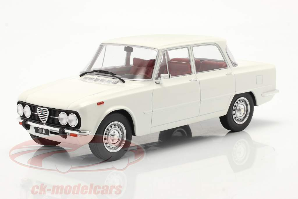 Alfa Romeo Giulia Nova Super Année de construction 1974 blanc 1:18 Model Car Group