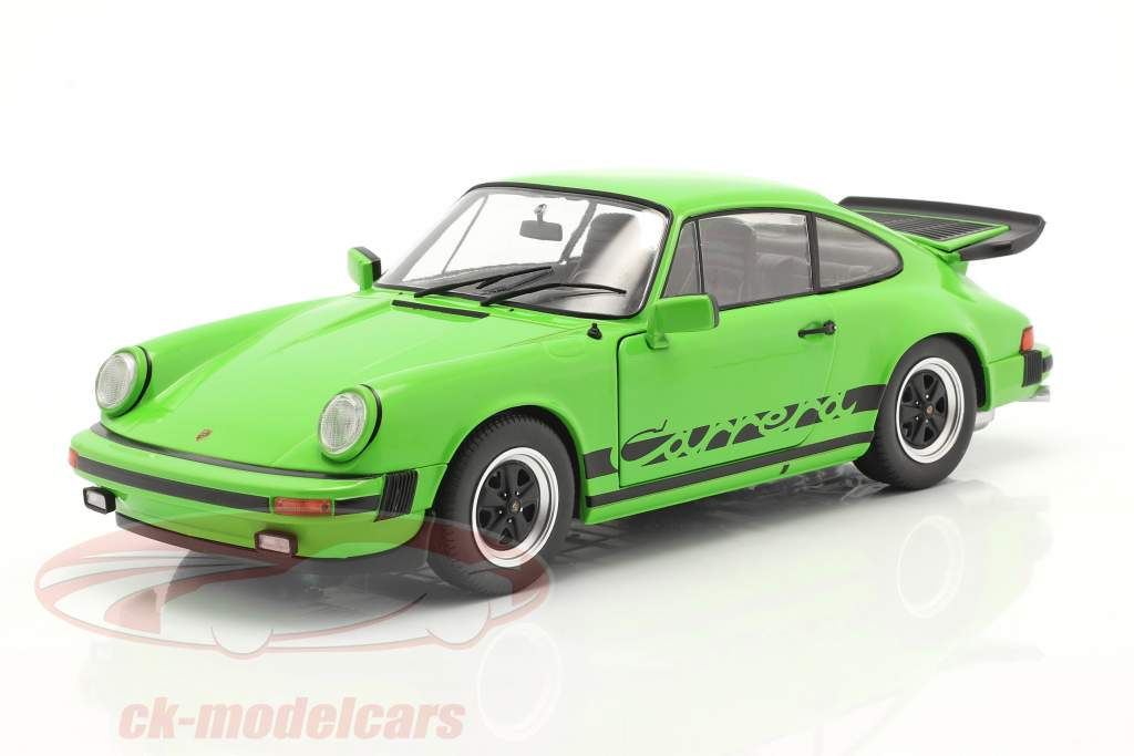 Porsche 911 (930) Carrera 3.2 Coupe Bouwjaar 1984 groen 1:18 Solido