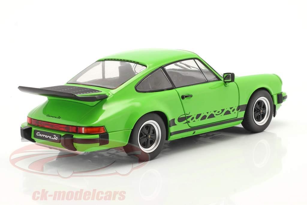 Porsche 911 (930) Carrera 3.2 Coupe Byggeår 1984 grøn 1:18 Solido