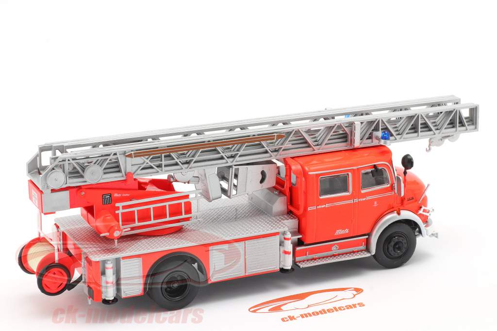 Mercedes-Benz L1519 Brandvæsen Med Teleskopstige rød / sølv 1:43 Altaya