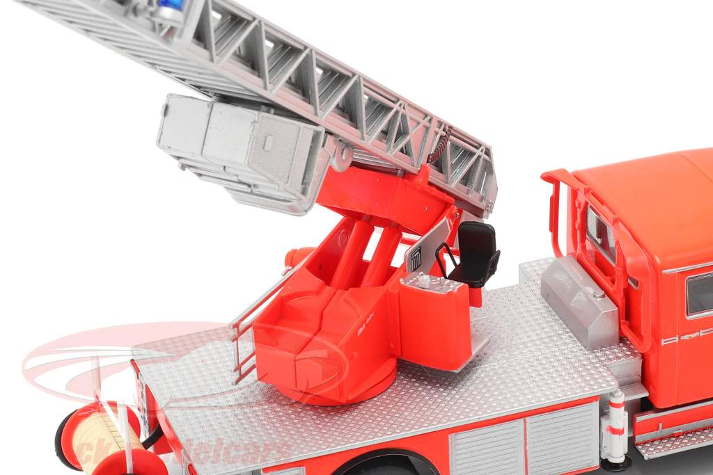 Mercedes-Benz L1519 fire department with telescopic ladder red / silver 1:43 Altaya
