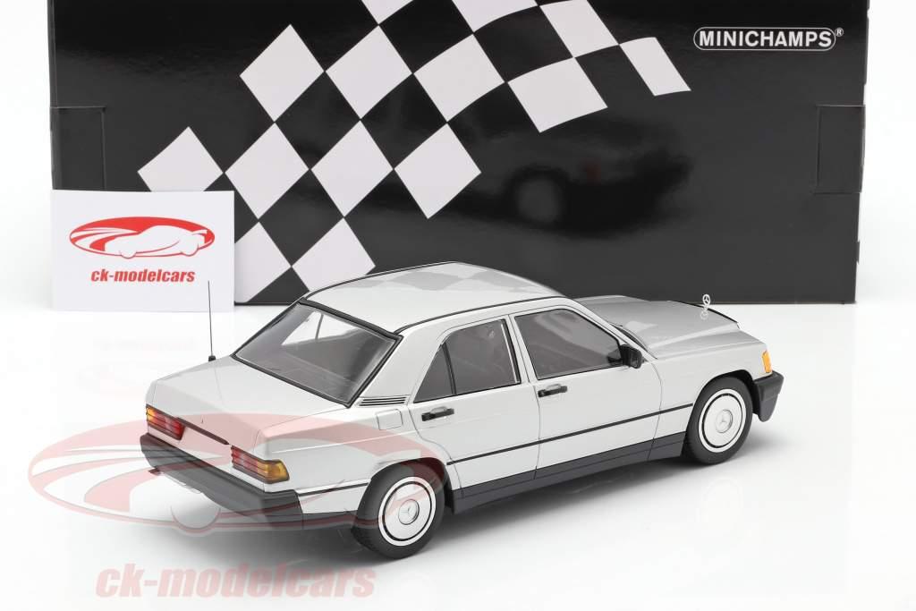 Mercedes-Benz 190E Año de construcción 1982 plata 1:18 Minichamps