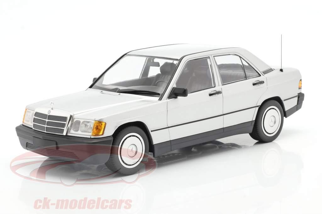 Mercedes-Benz 190E Byggeår 1982 sølv 1:18 Minichamps