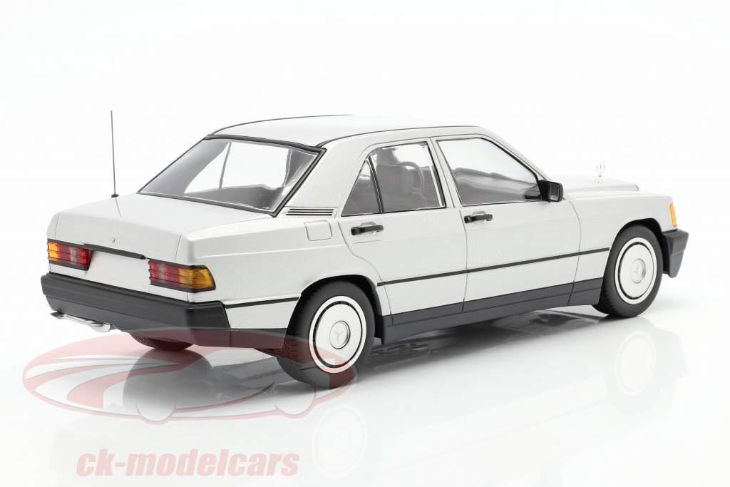 Mercedes-Benz 190E Année de construction 1982 argent 1:18 Minichamps