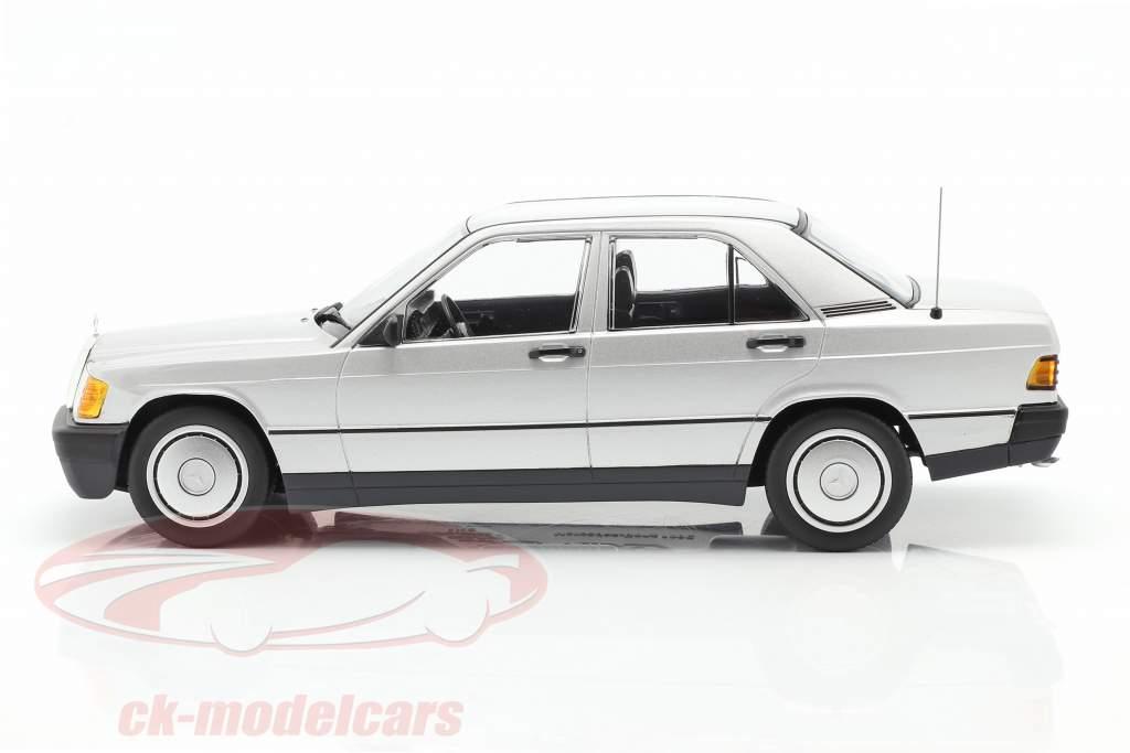 Mercedes-Benz 190E Baujahr 1982 silber 1:18 Minichamps