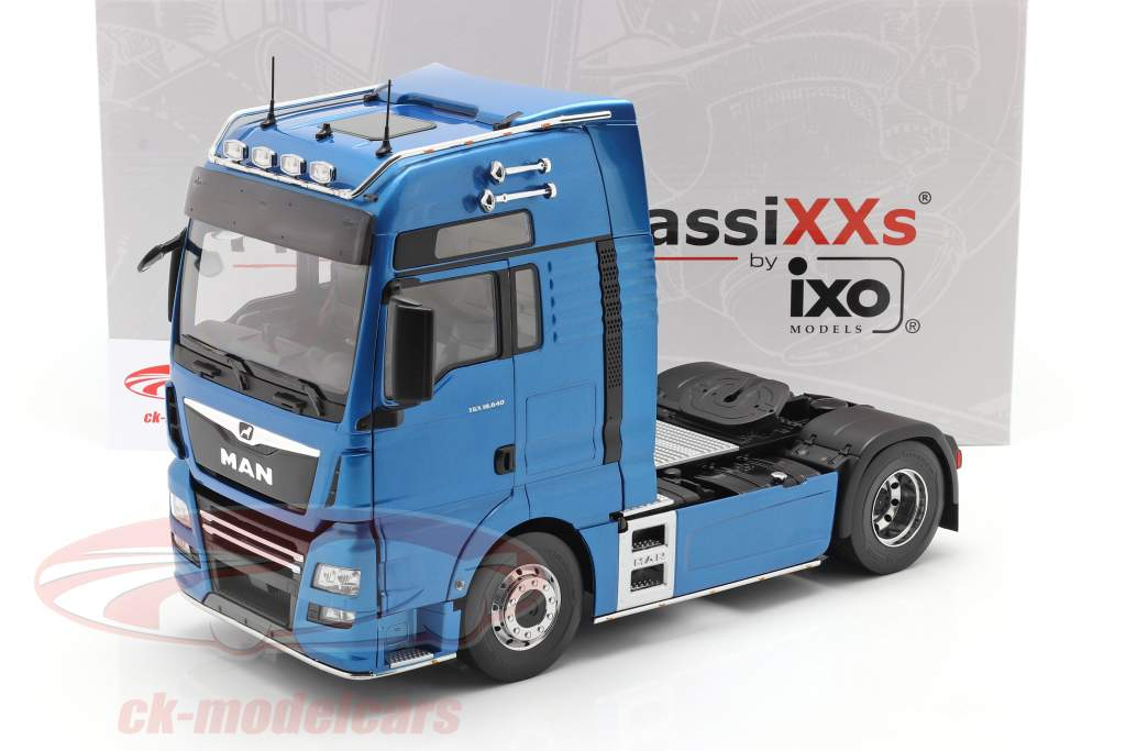MAN TGX XXL Lastbil Byggeår 2018 blå metallisk 1:18 Premium ClassiXXs