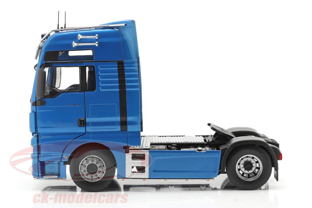 MAN TGX XXL Truck year 2018 blue metallic 1:18 Premium ClassiXXs
