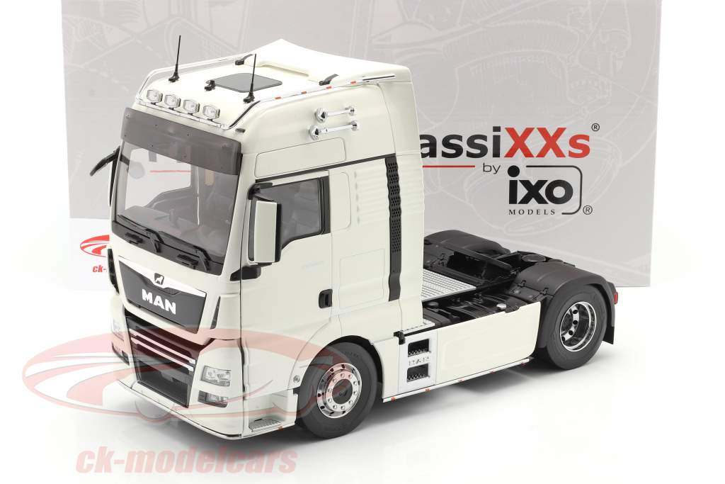 MAN TGX XXL Sattelzugmaschine Baujahr 2018 weiß 1:18 Premium ClassiXXs