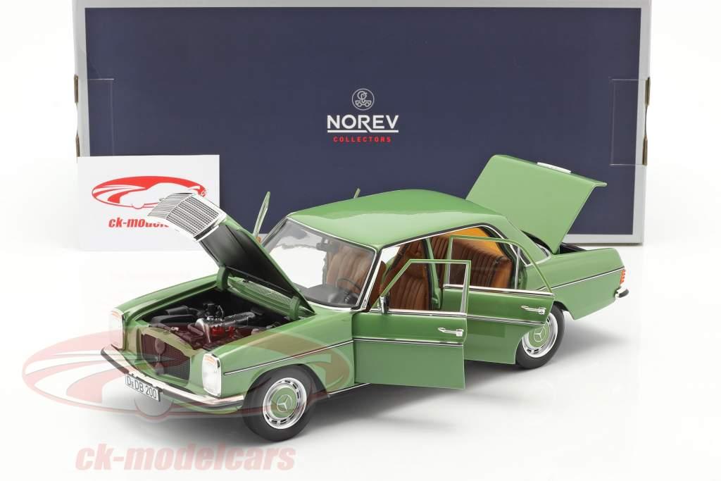 Mercedes-Benz 200 Sedan (W115) Année de construction 1973 vert 1:18 Norev
