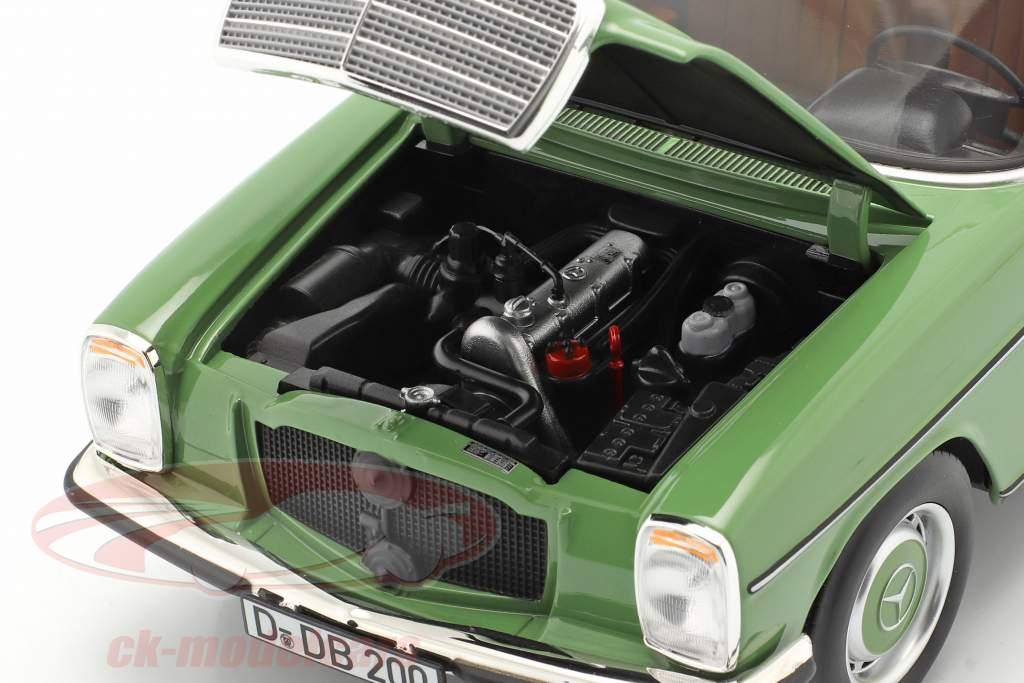 Mercedes-Benz 200 Sedan (W115) Anno di costruzione 1973 verde 1:18 Norev