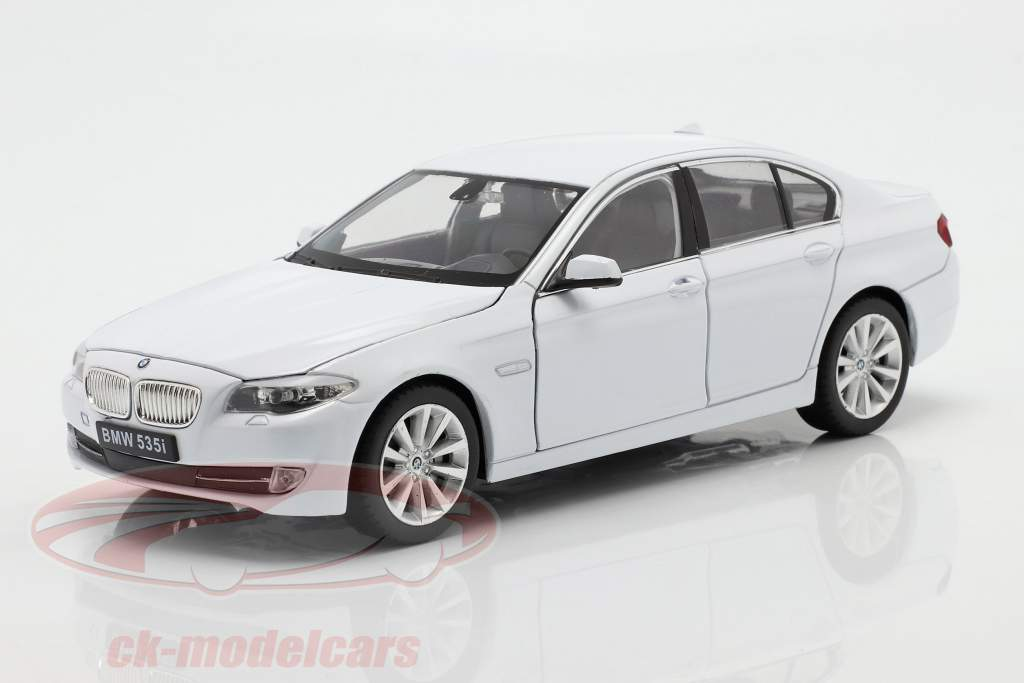 BMW 535i Année de construction 2010 blanc 1:24 Welly