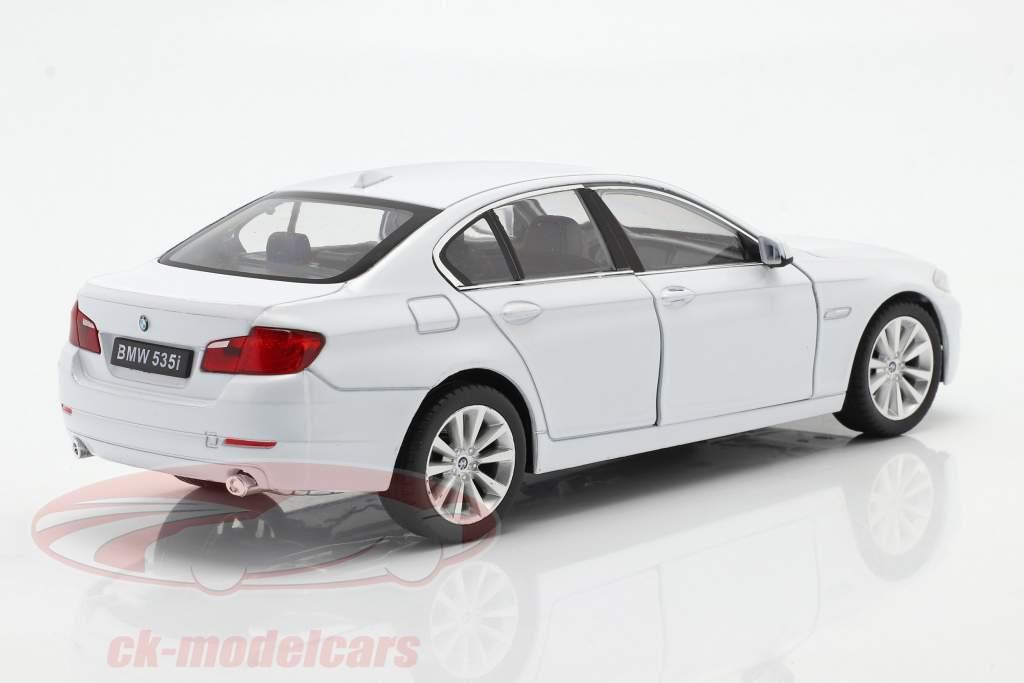 BMW 535i Byggeår 2010 hvid 1:24 Welly
