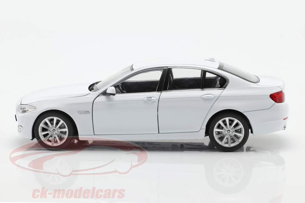 BMW 535i Ano de construção 2010 Branco 1:24 Welly
