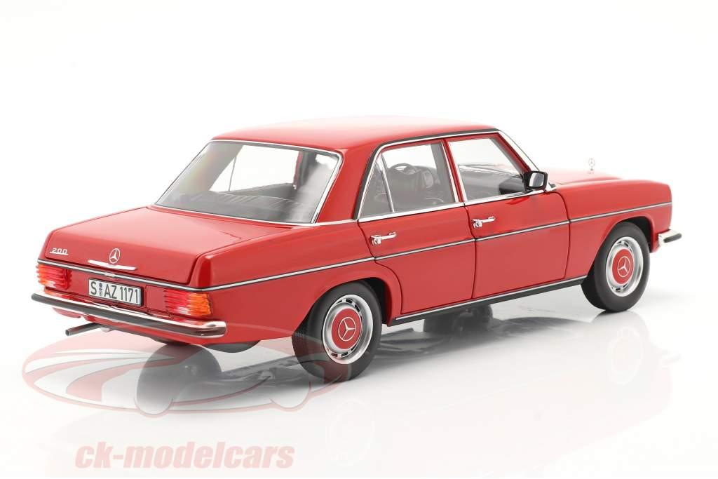 Mercedes-Benz 200/8 (W115) serie 2 Byggeår 1973 rød 1:18 Norev
