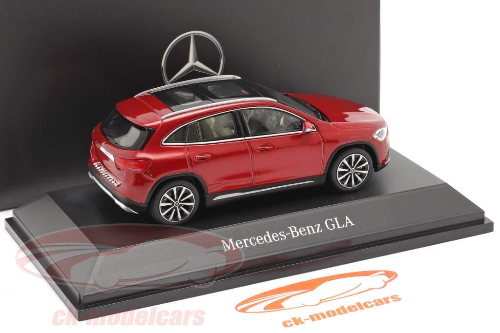 Mercedes-Benz GLA (H247) Año de construcción 2020 designo patagonia roja bright 1:43 Spark