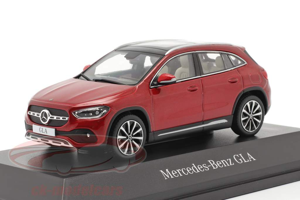 Mercedes-Benz GLA (H247) Byggeår 2020 designo patagonia rød bright 1:43 Spark