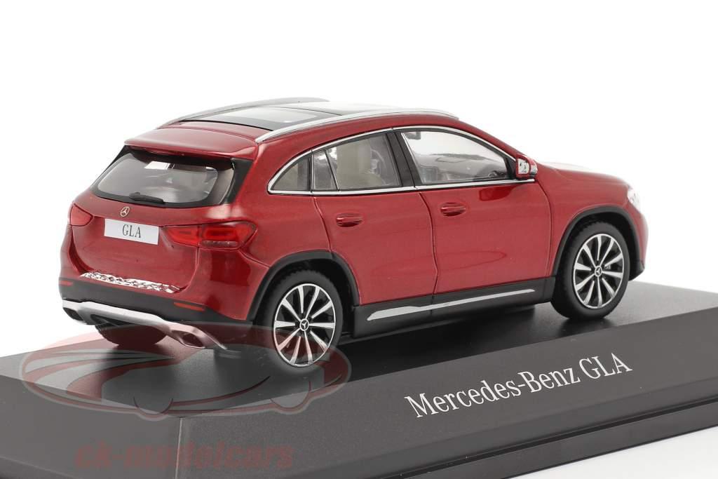 Mercedes-Benz GLA (H247) Bouwjaar 2020 designo patagonië rood bright 1:43 Spark