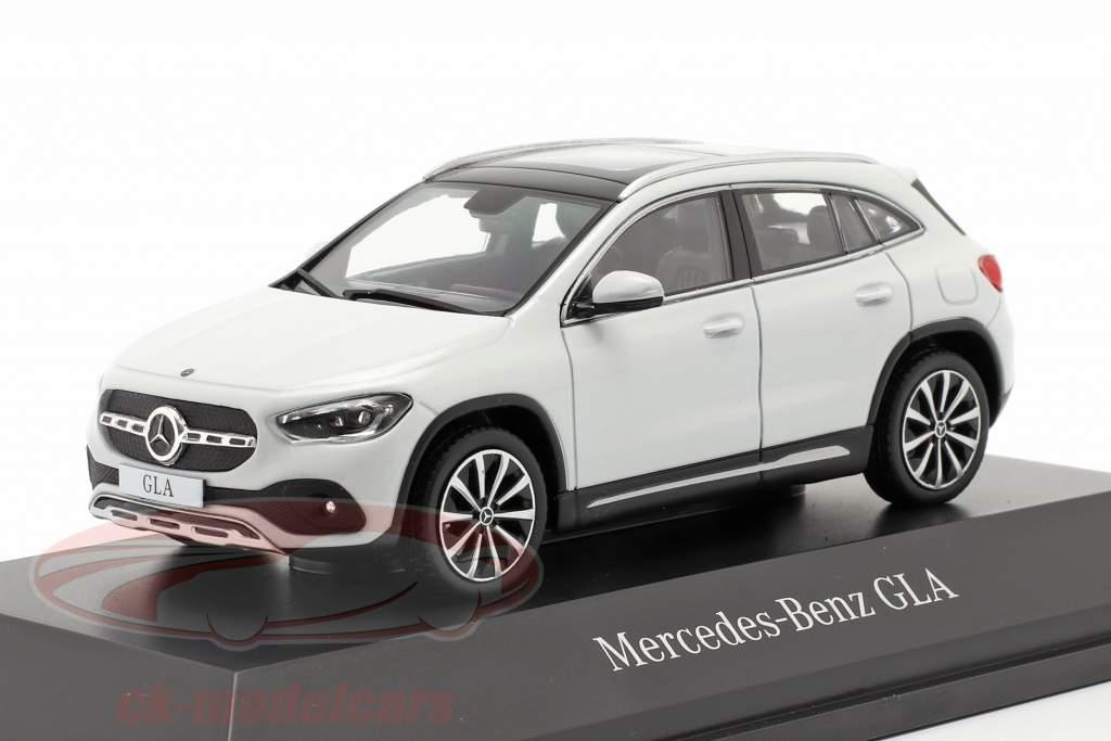 Mercedes-Benz GLA (H247) Byggeår 2020 digital hvid 1:43 Spark