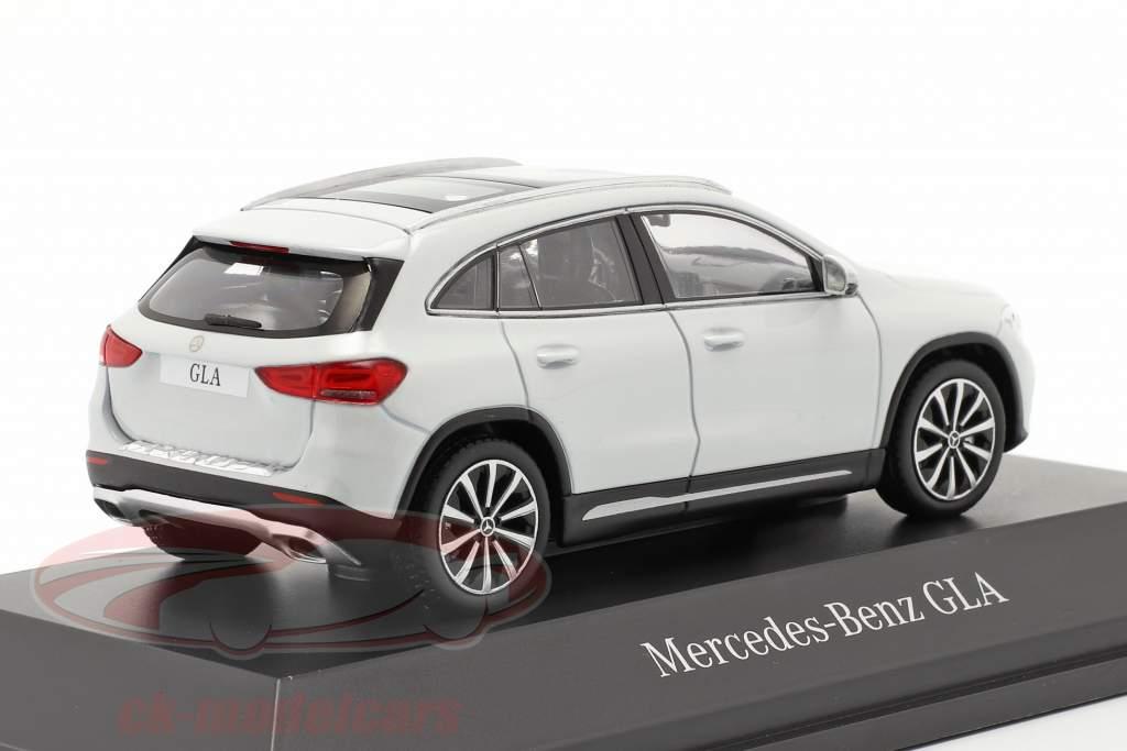 Mercedes-Benz GLA (H247) Año de construcción 2020 blanco digital 1:43 Spark