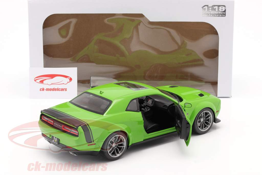 Dodge Challenger R/T Scat Pack Widebody 2020 green 1:18 Solido