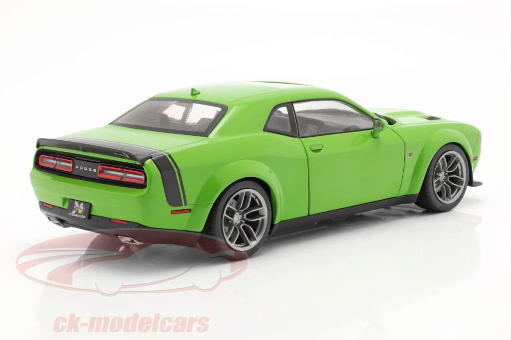 Dodge Challenger R/T Scat Pack Widebody 2020 grün 1:18 Solido