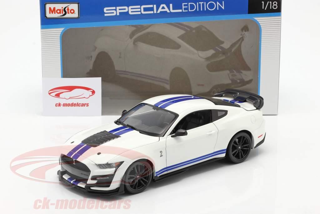 Ford Mustang Shelby GT500 Byggeår 2020 hvid med blå striber 1:18 Maisto