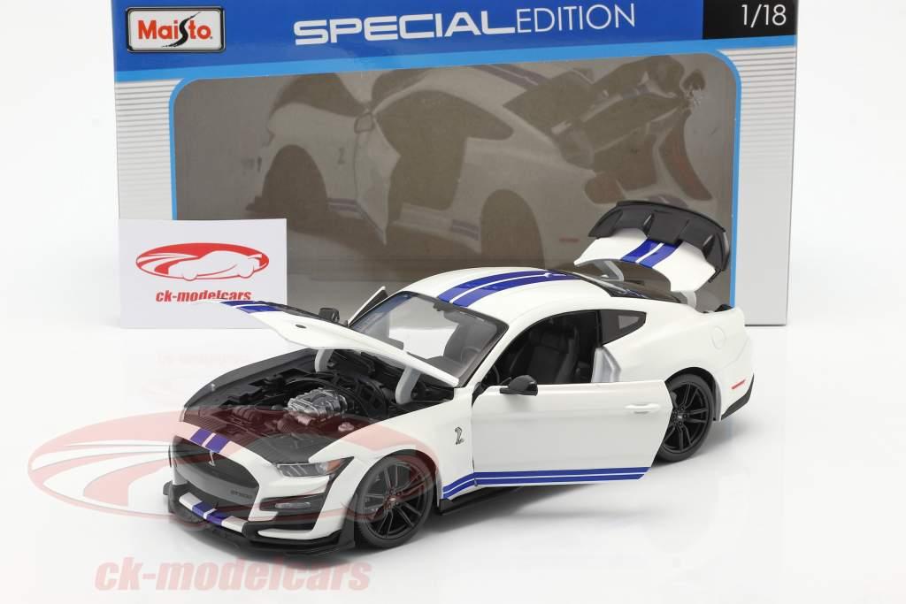 Ford Mustang Shelby GT500 Année de construction 2020 blanc avec bleu rayures 1:18 Maisto