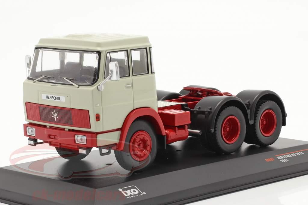 Henschel HS 19 TS Anno di costruzione 1966 grigio chiaro / rosso 1:43 Ixo