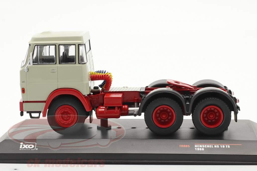Henschel HS 19 TS Bouwjaar 1966 lichtgrijs / rood 1:43 Ixo