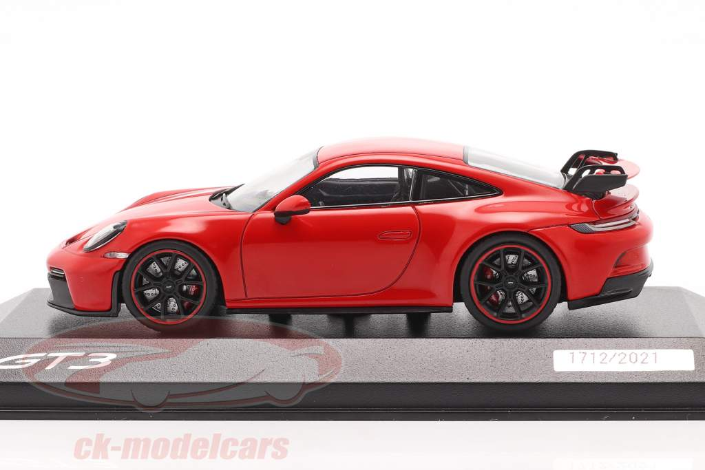 Porsche 911 (992) GT3 year 2021 guards red 1:43 Minichamps