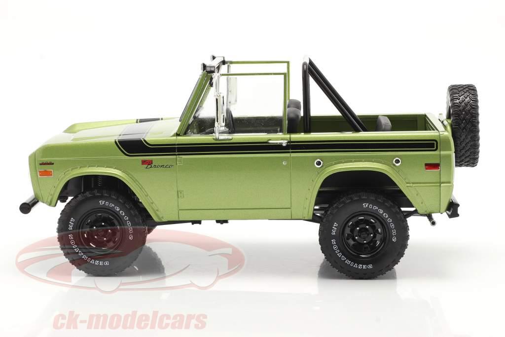 Ford Bronco Sport year 1975 green 1:18 Greenlight