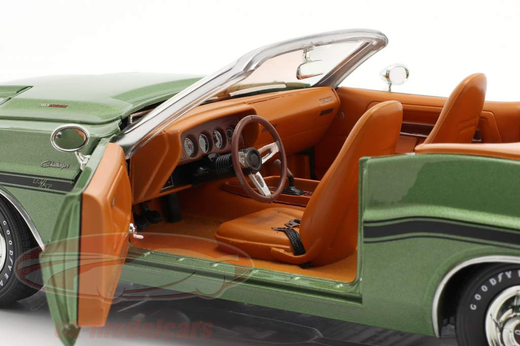 Dodge Challenger R/T Convertible year 1970 green metallic 1:18 Greenlight