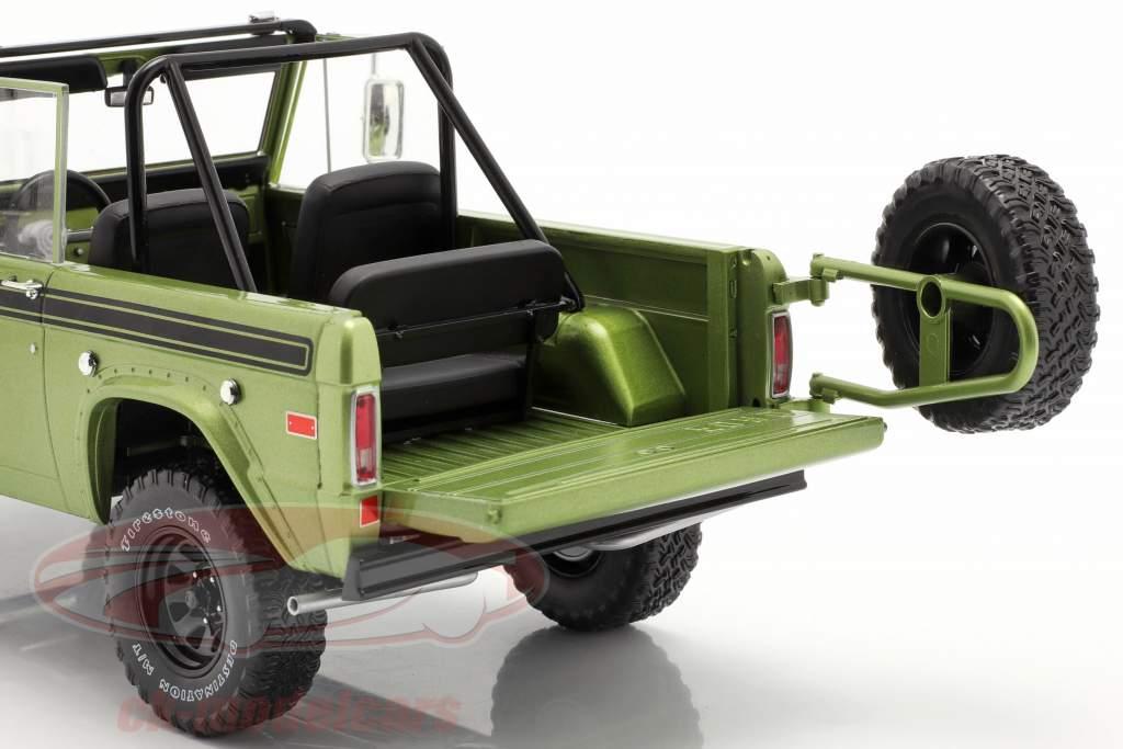 Ford Bronco Sport Bouwjaar 1975 groen 1:18 Greenlight