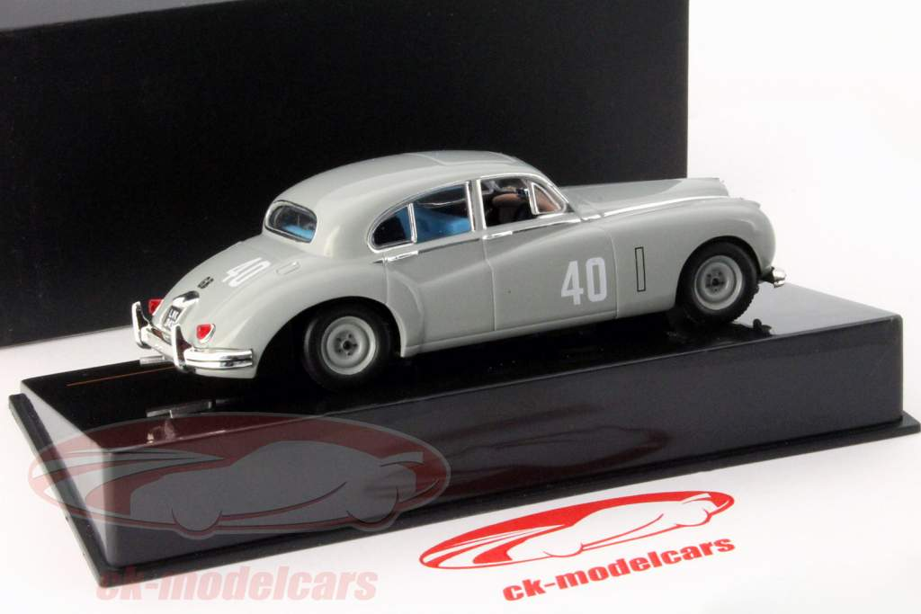 Stirling Moss Jaguar MKVII #40 winnaar Silverstone Touring Car 1953 1:43 Ixo / 2. keuze