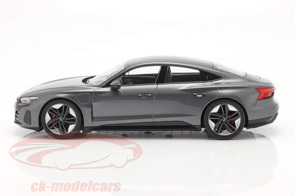 Audi RS e-tron GT Byggeår 2021 Daytona Grå 1:18 Norev