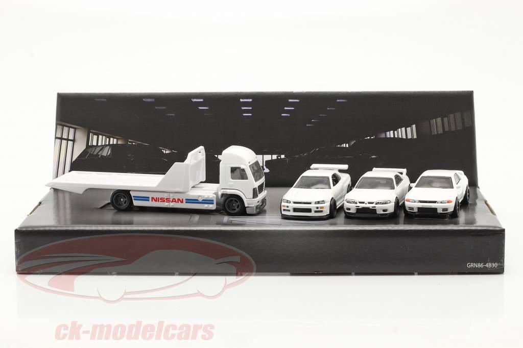 4-Car Set Nissan: Cama plana Camión & 3x Nissan Skyline blanco 1:64 HotWheels