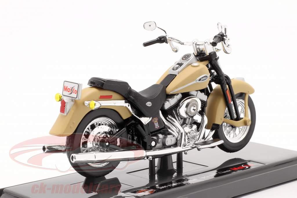 Harley-Davidson FLSTCI Softail Springer Classic Ano de construção 2005 bege 1:18 Maisto