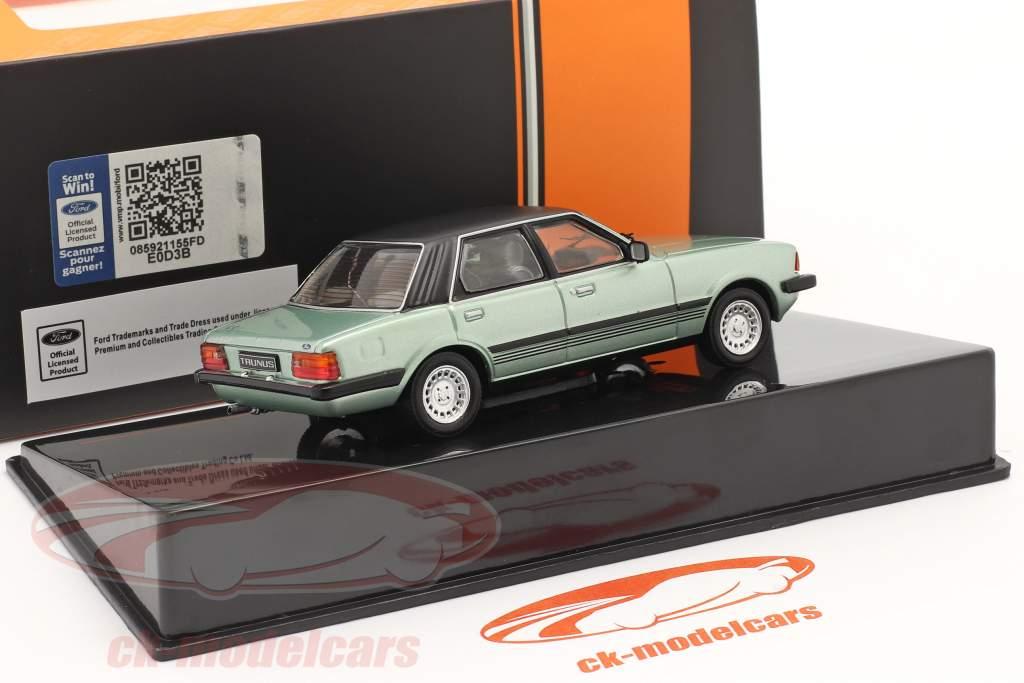 Ford Taunus Ghia Byggeår 1983 lysegrøn metallisk / sort 1:43 Ixo