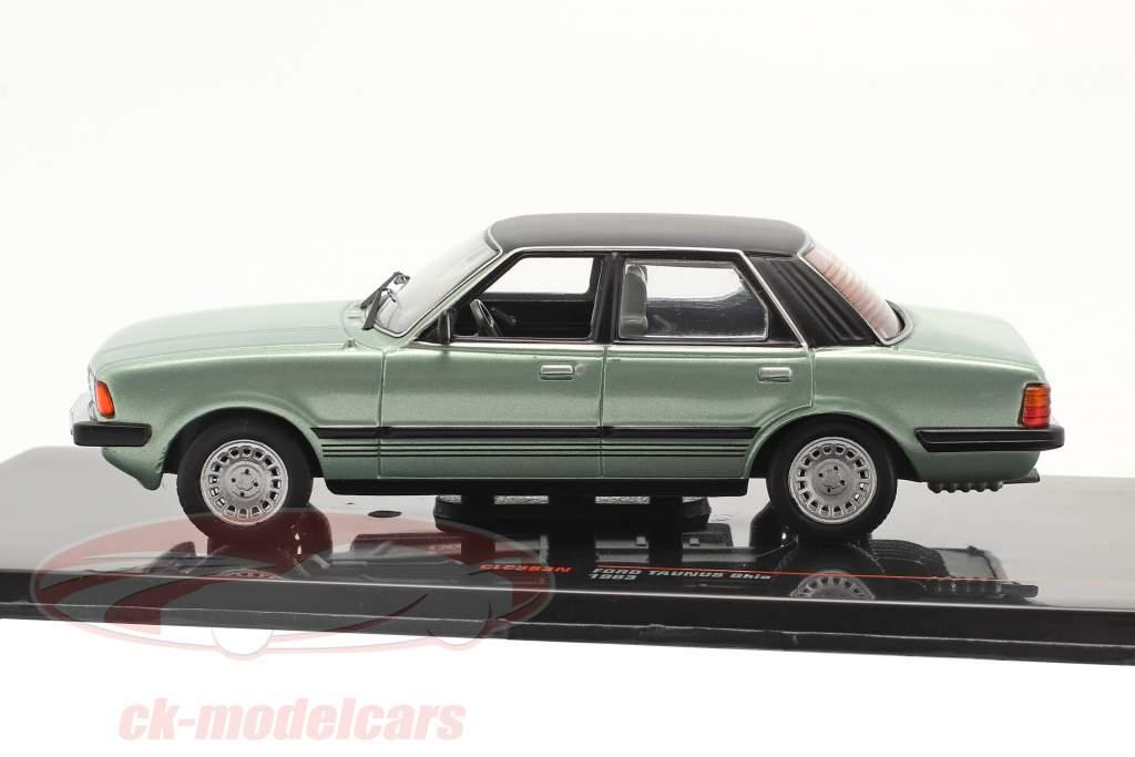 Ford Taunus Ghia Bouwjaar 1983 licht groen metalen / zwart 1:43 Ixo