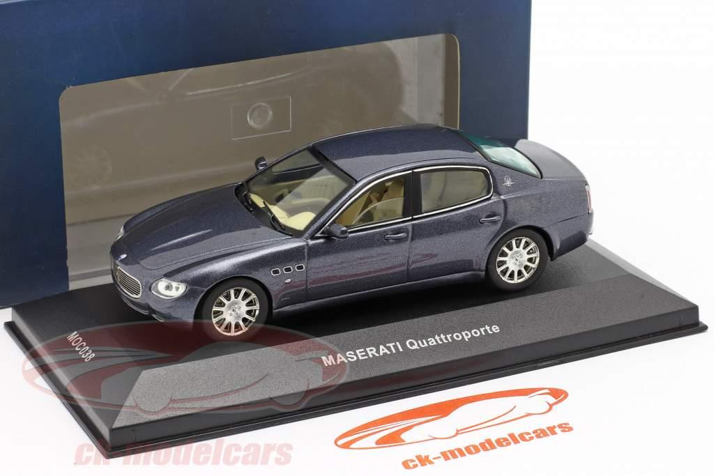 Maserati Quattroporte jaar 2004 donker blauw metalen 1:43 Ixo