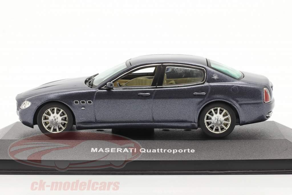 Maserati Quattroporte año 2004 oscuro azul metálico 1:43 Ixo