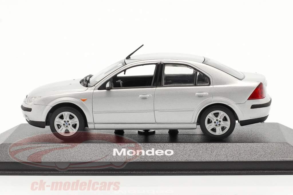 Ford Mondeo sedán modelo 2001 plata 1:43 Minichamps