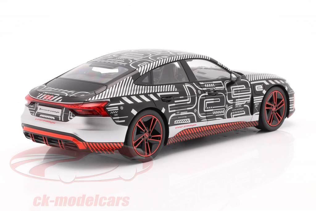 Audi RS e-tron GT prototipo 2021 negro / rojo / plata 1:18 Norev