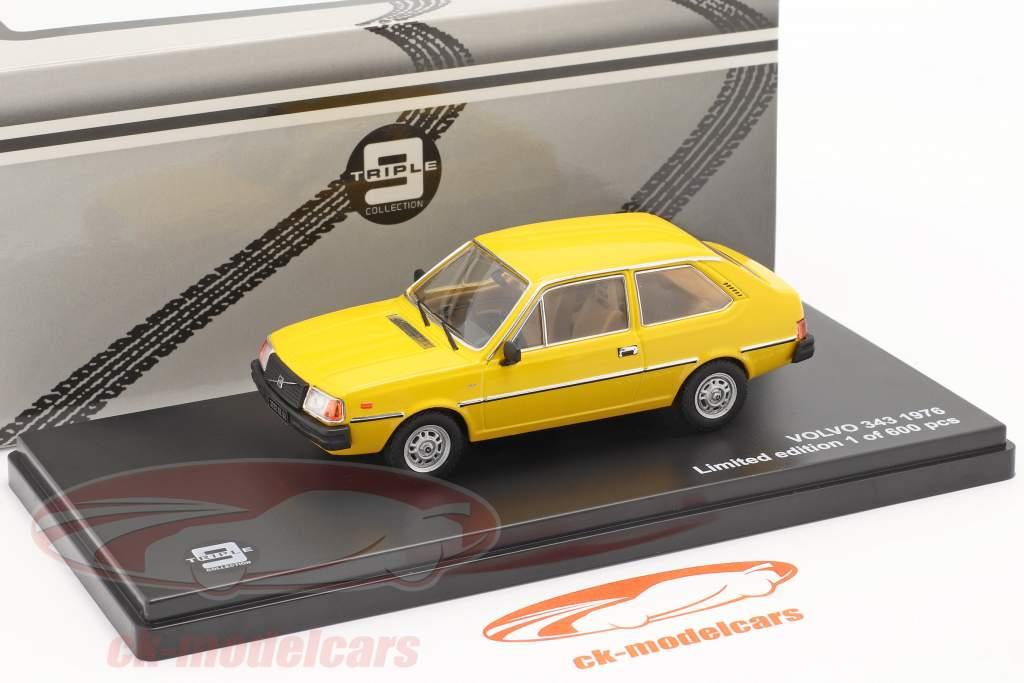 Volvo 343 año 1976 amarillo 1:43 Triple9